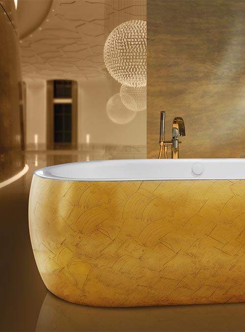 Badewanne mit Metalllegierung